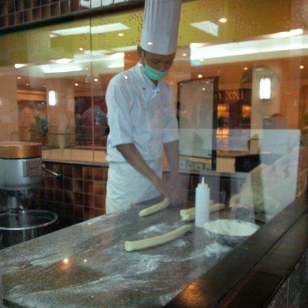 Paradise Dynasty Imperial Treasure La Mian Xiao Long Bao: Making the Noodle