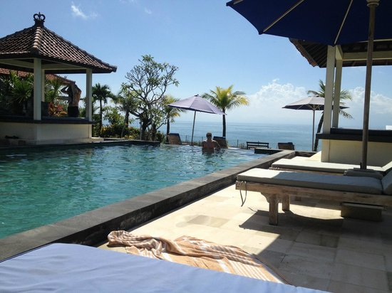 Uluwatu Cottages: pool view
