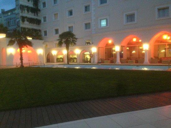 Holiday Inn Istanbul City : Nice court yard