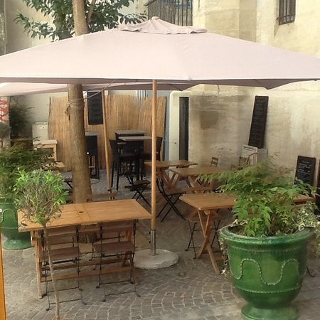 la terrasse du caf la bistrote picture of la bistrote. Black Bedroom Furniture Sets. Home Design Ideas