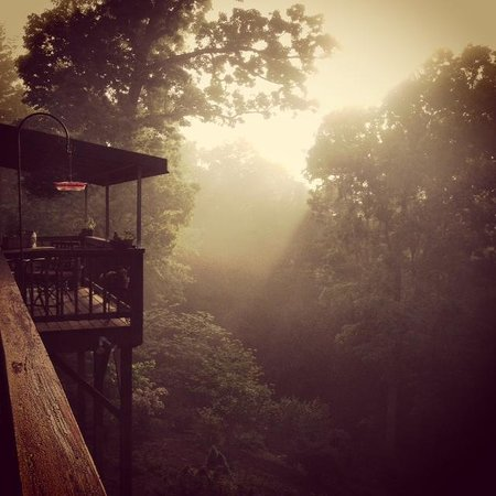Bent Creek Lodge: Sunrise on back deck