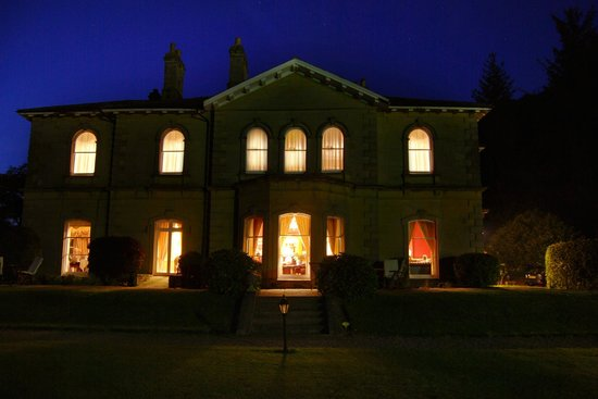 Hackness Grange Country House Hotel: A night time view