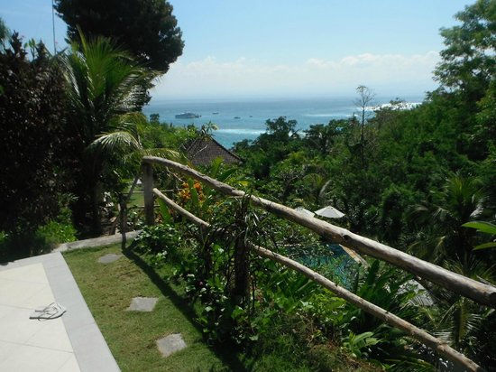 Lembongan Cliff Villas: View from one of the lower rooms