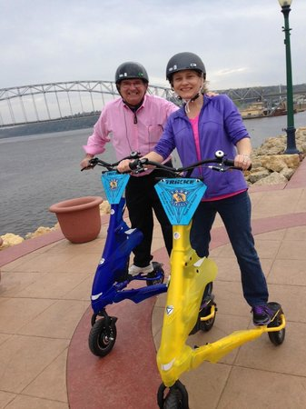 Tour Dubuque Day Tours: Touring the River Walk in Dubuque