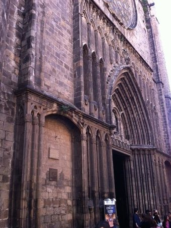 Travel Bound Barcelona Free Walking Tours : Old Barcelona