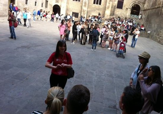 Travel Bound Barcelona Free Walking Tours : Walking Tour Group
