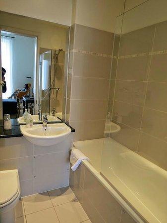 10 Clarendon Crescent: La salle de bain