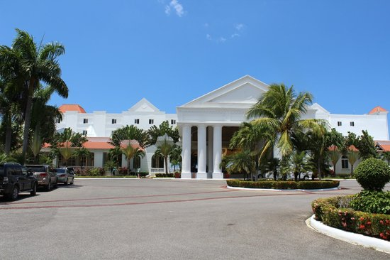 Grand Bahia Principe Jamaica: Driveway