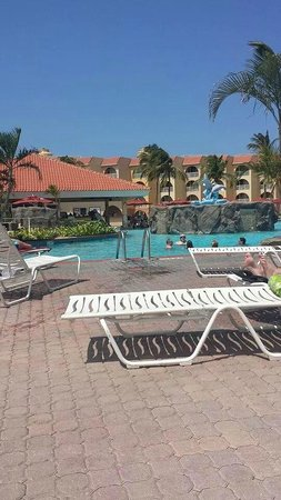 La Cabana Beach Resort & Casino : pool side