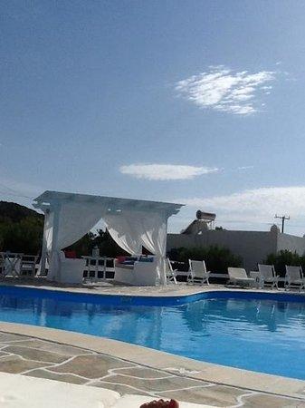 Island House Hotel Studios Apartments: pool area
