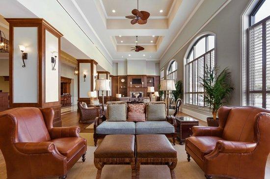Embassy Suites by Hilton Savannah: Atrium