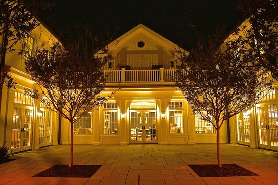 The Quogue Club: Patio at Night