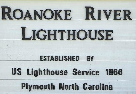 Roanoke River Lighthouse: sign in front of the lighthouse