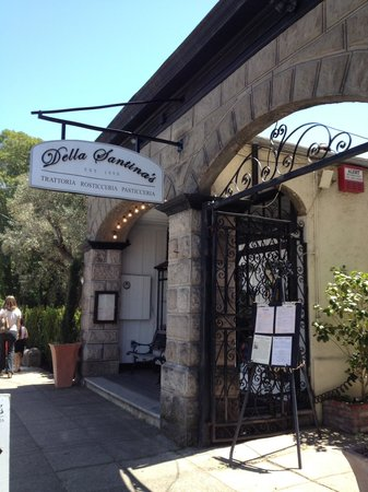 Della Santina's Trattoria: A must eat in Sonoma restaurant