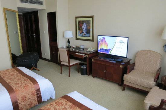 Broadway Mansions Hotel : Standard double room