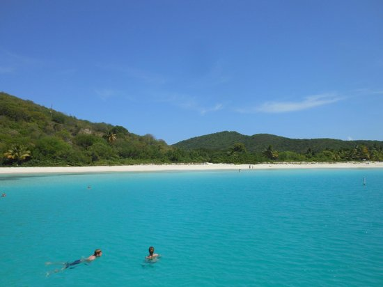 East Island Excursions : Flamenco Beach