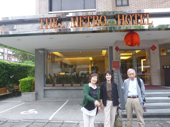 The Metro Hotel: 玄関にて