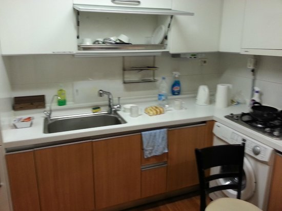 Brown Suites Residence: Kitchen - no microwave or owen