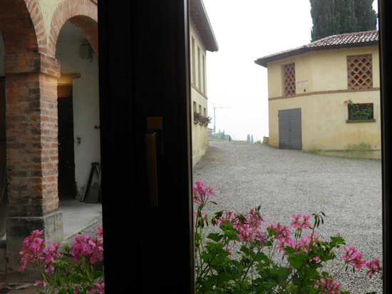 Veneto Tours - Day Tours: view at Brigaldara Winery
