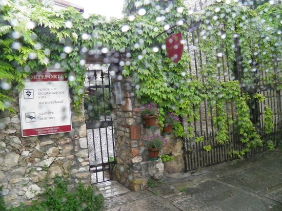 Veneto Tours - Day Tours: Entry way at Enoteca della Valpolicella Ristorante ... delicious homemade food!