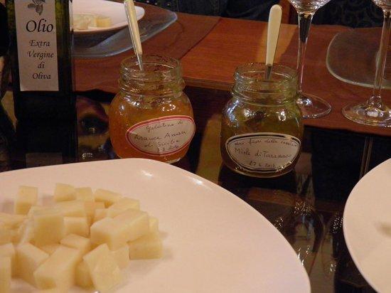 Veneto Tours - Day Tours : Orange jam, Dandelion jam and divine cheese paired with great wine at Tessari