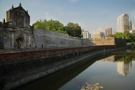 Intramuros: Reconstructed gate of Fort Santiago