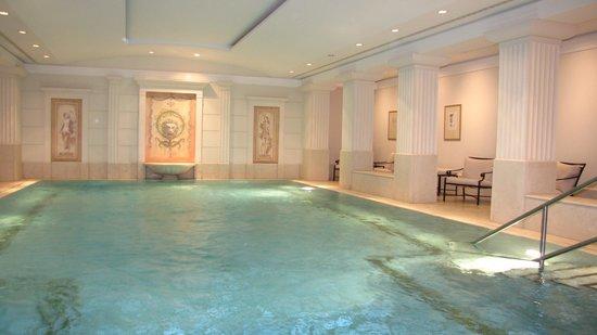 Hotel Adlon Kempinski: A piscina é um mimo! Ia todos os dias