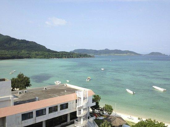 Sukuji Bathing Beach : シーサイドホテルから崎枝湾を望む
