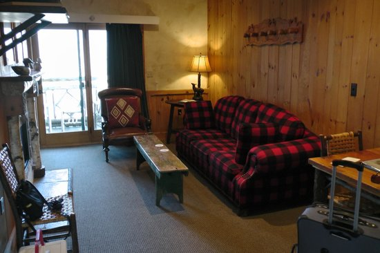 The Lodge at Buckberry Creek: Sofa