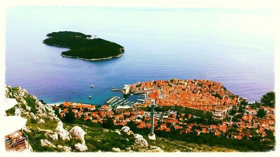 Radisson Blu Resort & Spa at Dubrovnik Sun Gardens: View of Dubrovnik Old Town from top of Cable Car