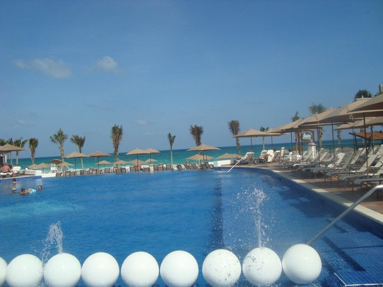 Grand Residences Riviera Cancun: Family area of pool