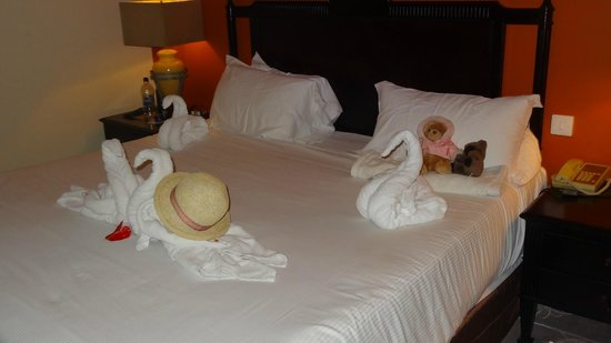 Le Meridien Ile Maurice : Cleaning lady makes pretty!