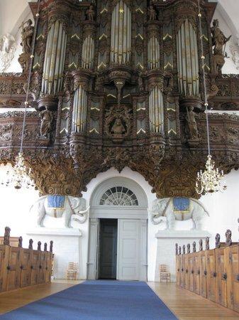Église de Notre-Sauveur : Organ