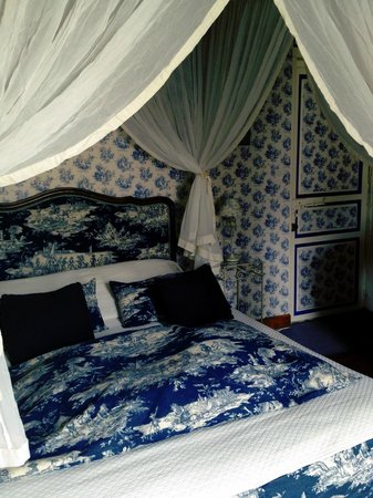 Logis Les Remparts -  Bed and Breakfast: The Bajocasse Room