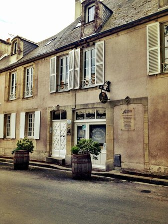 Logis Les Remparts -  Bed and Breakfast: Exterior of B&B