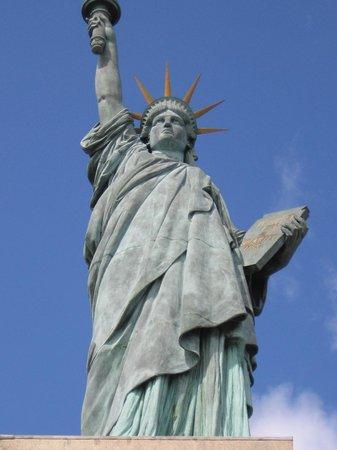 statue of liberty パリ statue de la libertéの写真 トリップ