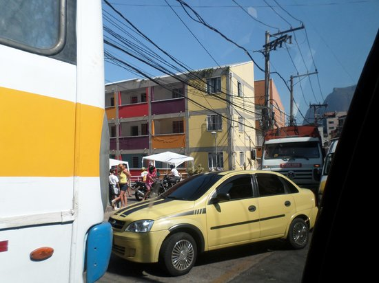 TourGuide Neyla : Traffic jam in the favela