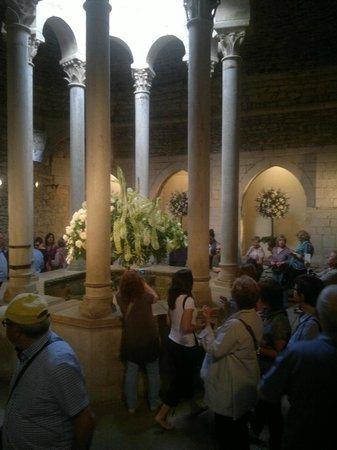 Banys Àrabs: Columnas, con centros florales