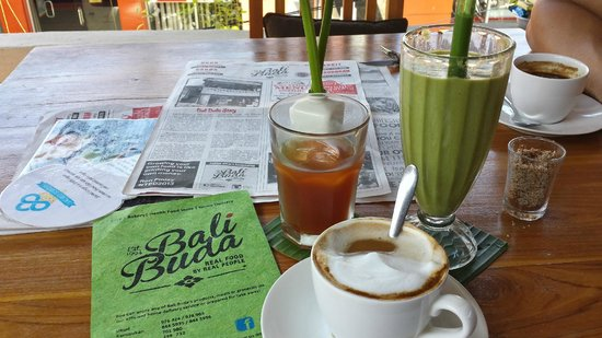 Bali Buda: Cappuccino with coconut milk, kombucha, and a green juice.