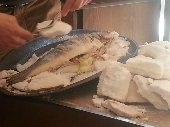 Sultanahmet Fish House : sea bass in salt