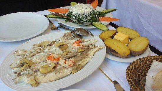 Sultanahmet Fish House : Delicious sea bass in salt