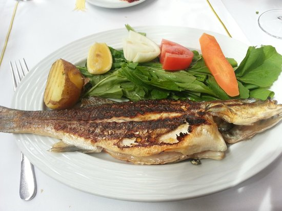 Sultanahmet Fish House : grilled sea bass