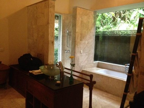 Warwick Ibah Luxury Villas & Spa: Beautifully Big Bathroom