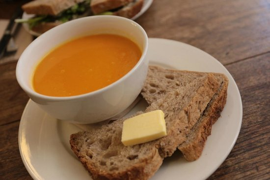 Edinburgh Larder Cafe: carrot and ginger soup, absolutely amazing.