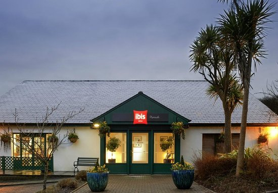 Ibis Plymouth: Entrance