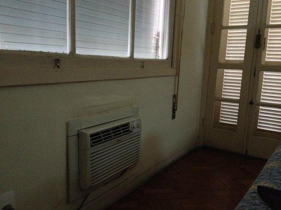 Aeroporto Othon: Janela + ar condicionado + porta da varanda