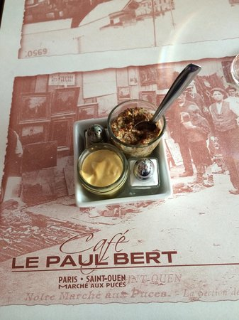 Le Paul bert: Mustards and placemat