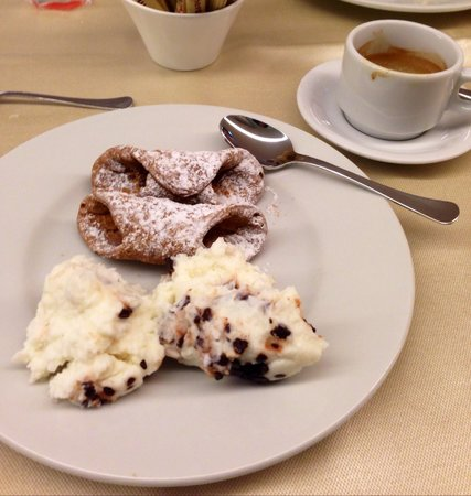 Mercure Palermo Centro: Breakfast of champions!!