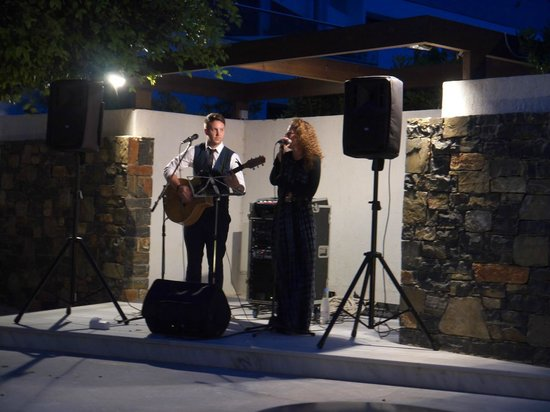 The Island Hotel : Entertainment at the restaurant