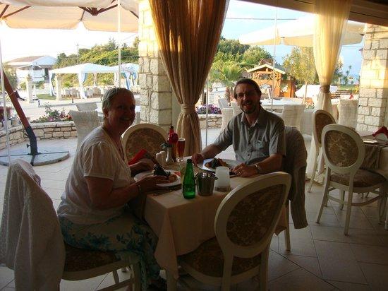 Pyramid Restaurant Cafe: Enjoying our evening